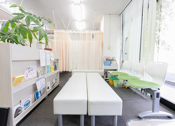 岡山五十肩治療センターの待合室画像