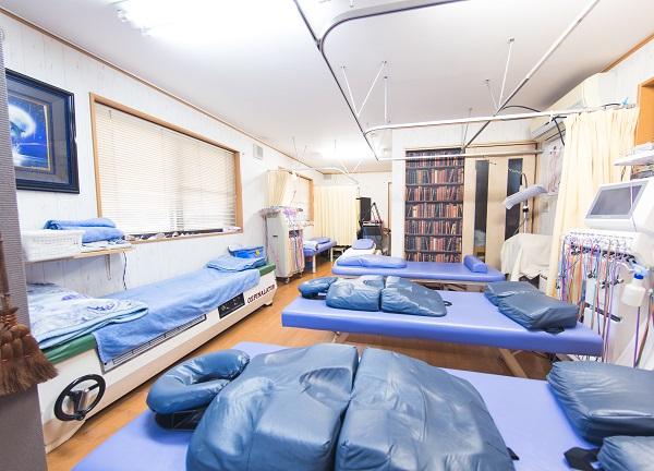 鈴木接骨院併設ドルフィンはりきゅう院の内観画像
